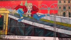 Street art by Gabriel Heimler at the East Side Gallery (Sokleine) Tags: streetart street wall mur mauer berlinermauer murdeberlin museum muse openairmuseum berlin heritage unescoworldheritage deutschland germany allemagne heimler gabrielheimler fuite flucht escape