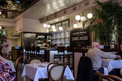 Brasserie Chez Jules (caribb) Tags: canada quebec quebeccity canadianhistory buildings urban city 2016 downtown centreville street streets centrum chezjules cafe brasserie dining diningroom indoors indoor room salle food lunch bar