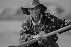 Il Barcaiolo - The Waterman (Tati@) Tags: people bw work rower pause barcaiolo warterman