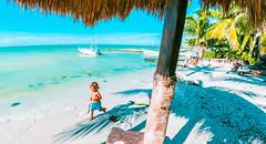 Walking on the Beach (Luis Montemayor) Tags: kid beach nio playa holbox palm palmera running corriendo sea ocean mar oceano shadows sombras