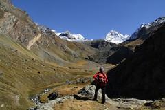 Val d'Aosta - Valsavarenche: vallone di Levionaz, l'ultimo sguardo all'Herbetet (mariagraziaschiapparelli) Tags: valdaosta valsavarenche montagna mountain escursionismo camminata pngp parconazionaledelgranparadiso levionaz casolaridilevionaz autunno allegrisinasceosidiventa