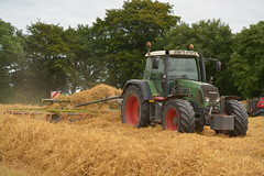 Fendt 818 Vario Tractor with a Claas Liner Rake (Shane Casey CK25) Tags: fendt 818 vario tractor claas liner rake agco green glanmire straw bale bales baling grain harvest grain2016 grain16 harvest2016 harvest16 corn2016 corn crop tillage crops cereal cereals golden dust chaff county cork ireland irish farm farmer farming agri agriculture contractor field ground soil earth work working horse power horsepower hp pull pulling cut cutting knife blade blades machine machinery collect collecting nikon d7100 tracteur traktori traktor trekker trator ciągnik