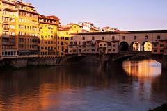 Ponte Vecchio.... (akal_flickr) Tags: sunrise morninglight ponte firenze veccio innamoramento