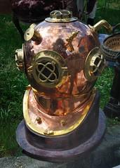 Casque de scaphandre (Cletus Awreetus) Tags: mtal plonge casque antiquit cuivre laiton scaphandre