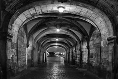 Dresden Bogengang (silkefoto) Tags: dresden blackwhite gang tunnel sw schwarzweiss altstadt nachts bogengang