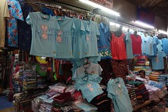 mother's day shirts (the foreign photographer - ฝรั่งถ่) Tags: birthday blue color thailand for is day market sale bangkok mothers queens mai shirts celebrate selling sapan bangkhen yingcharoen