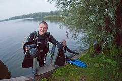 Blijkpolder (Arne Kuilman) Tags: lake me netherlands night canon lens evening nederland diving fisheye explore diver exit 450 15mm trap wetsuit edit duiker duiken duikers scubapro spiegelplas photonotmine nachtduik iso6400 explored sigma15mm blijkpolder