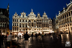 Grand Place (andrea.prave) Tags: light brussels urban building luz architecture night arquitectura grandplace nacht lumière bruxelles architektur brüssel brussel notte architettura luce grotemarkt mimari 光 belgio ночь 夜 свет piazzagrande vallone архитектура ארכיטקטורה brusselle koninkrijkbelgië royaumedebelgique königreichbelgien ليل ضوء معمارية アーキテクチャ fiammingo هندسة regnodelbelgio visitbrussels ਹਲਕਾ