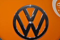 Volkswagen T1 - customer service support vehicle (1964) (Transaxle (alias Toprope)) Tags: badge bages logo logos emblem emblems brand pavillion autostadt wolfsburg germany februar 2014 pr public relation relations publicrelation publicrelations marketing show image auto autos car cars coche coches carro carros macchina macchine vehicle vehicles wheels wheel engine motor machine soul beauty power toprope vw german engineering volkswagen t1 doublecab kundendiensthilfswagen customerservicesupport commercialvehicle pickup orange twotone 1964 aircooled flat4 boxer 15litre topspeed millionseller 1950 museum