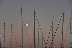 20140907_6174ntrlBb (Ken Scott) Tags: summer usa michigan september lakemichigan greatlakes moonrise hdr freshwater 2014 leelanau 45thparallel sailboatmasts kenscottphotography kenscottphotographycom