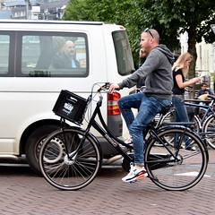 Calling Elvis (FaceMePLS) Tags: amsterdam nederland thenetherlands facemepls nikond5500 straatfotografie streetphotography fiets bike bicycle telefoon gsm handy smartphone smartfoon transportfiets man cortina marqt nikesneakers