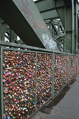 The Love Locks on Hohenzollernbrcke (CoasterMadMatt) Tags: kln2016 kln cologne2016 cologne hohenzollernbrcke hohenzollernbridge hohenzollern bridge bridges liebeschlsser liebe schlsser lovelocks love locks stadt city stdte grosstadt cities deutschestdte germancities deutschland germany d october2016 autumn2016 october autumn 2016 coastermadmattphotography coastermadmatt photos photographs nikond3200