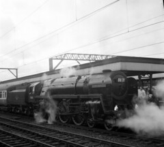 22 70013 Oliver Cromwell, Stockport station 01 (Clementinos2009) Tags: steamlocomotives northernengland 1968 stockportstation 70013olivercromwell
