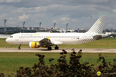 Vueling Airlines  EC-KHN  A320-216 (airbus02) Tags: vueling airlines paris orly airbus a320