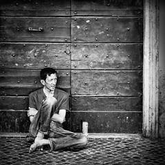 The look (Napafloma-Photographe) Tags: italiesecrète artetculture place streetphoto photographie pellicules détailsarchitecturaux italie piazzanavona boissons 2016 kodaktrix400 croisière catégorieprojet rome voyage personnes techniquephoto noiretblanc monochrome géographie canette architecturebatimentsmonuments photoderue napaflomaphotographe métiersetpersonnages photographe porte cuisinealimentationnourriture kodak bandw bw catã©gorieprojet dã©tailsarchitecturaux gã©ographie italiesecrã¨te mã©tiersetpersonnages roma blackandwhite croisiã¨re noiretblancfrance latium it