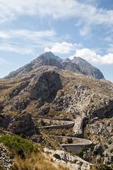 reaching the sky (F. Schnee) Tags: escorca illesbalears spanien es espana mallorca berg landschaft hgel outdoor sky serpentinen roundtrip