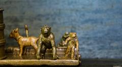 Gorille astro (misterblue66) Tags: mixte cuivre copper kopperen plastic plastique jouet toy speel microcosme faller preiser figurine personnage astronaute gorille laisse plasticart