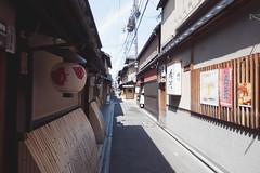 Kyoto - 39 ( CHRISTIAN ) Tags: japon japan asie asia kyoto kansai pontocho rue street perspective urbain urban grandangle wideangle nikon