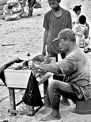 Sate verkoper . (Franc Le Blanc .) Tags: panasonic lumix indonesia bali beach sateverkoper sanur
