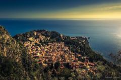 La ciudad y el mar (allabar8769) Tags: italia mar paisaje sicilia taormina