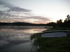 Lemmenjoki River in Njurgalahti (Archanegros) Tags: finland finlandia lapland laponia midnightsun dziepolarny river lemmenjoki boat njurgalahti njurkulahti leammi spmi