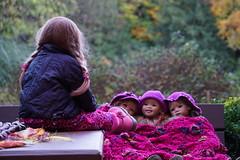Wieder geht ein Tag zu Ende .......................................... eine Gutenachtgeschichte mit Anne-Moni ... (Kindergartenkinder) Tags: dolls himstedt annette kindergartenkinder essen park gruga herbst sony ilce6000 milina kind personen