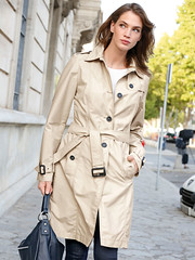 Single breasted Trench (betrenchcoated) Tags: trenchcoat trench raincoat regenmantel buttons singlebreasted beautifulgirl midlength windy