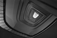 Asomado al abismo B&N (Desde mi Fujifilm) (SerChaPer) Tags: fujifilmx100t monochrome monocromo blackandwhite blancoynegro escalera stairs barandilla railing hueco hole