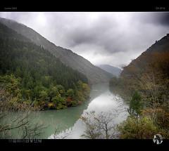 Atmospheric Alpine Autumn (tomraven) Tags: valley river water mountains cloud mist autumn tomraven aravenimage tomraveninjapan lumix q42016 gm5 trees reflections