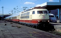 103 184  Stuttgart Hbf  30.04.06 (w. + h. brutzer) Tags: stuttgart eisenbahn eisenbahnen train trains elok eloks 103 e03 railway deutschland germany lokomotive locomotive zug db webru analog nikon