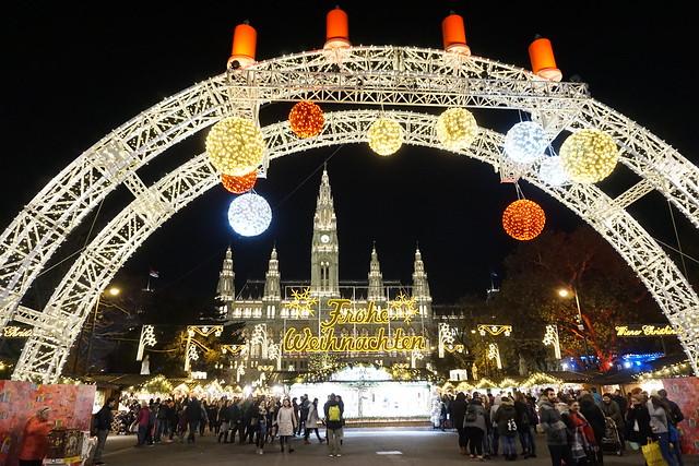 vienna rathaus christmas market