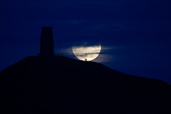 The Moon Has Risen (Mukumbura) Tags: glastonbury supermoon fullmoon moonrise tor tower hill silhouettes people autumn november 2016 clouds somerset england lunar waxing gibbous mystical avalon perigee landmark astronomy walking craters seas mare littlepeople night outdoors