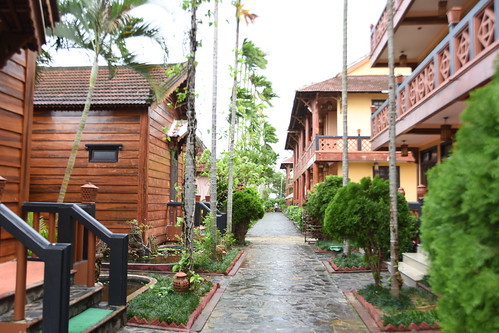 southeastasia seasia hoian phohoiriversideresort centralvietnam hotel chalets cottages resort woodenbuilding wetpath stonepath hotelgrounds landscaping
