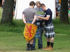 Scooby Doo and Shield (cessna152towser) Tags: scotland kilt gordon tartan bannockburn