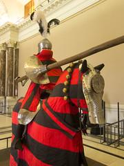 Red knight (quinet) Tags: vienna wien austria sterreich helmet suit armor armour jousting turnier vienne helm autriche anzug kunsthistorischesmuseum casque armure rstung joutes 2013 rstkammer hofjagdundrstkammer turnierkmpfe