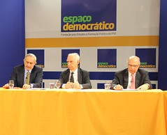 "Debate do Espaço Democrático sobre a gestão de recursos hídricos • <a style=""font-size:0.8em;"" href=""http://www.flickr.com/photos/60774784@N04/14850705429/"" target=""_blank"">View on Flickr</a>"