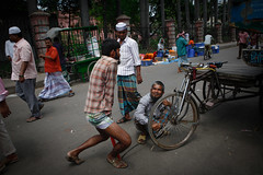 Pumping tyres (Lil [Kristen Elsby]) Tags: travel asia topv1111 transport streetphotography editorial dhaka dailylife bangladesh sadarghat southasia bangladeshi travelphotography canon5dmarkii sadarghatferryterminal