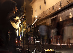 Street Performer (neals_my_name) Tags: life street old bridge italy night canon 50mm florence italia ponte firenze 18 performer vecchio