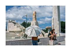 Parque Eduardo VII, Lisboa (Sr. Cordeiro) Tags: park street parque portugal monument statue umbrella fuji monumento lisboa lisbon tourists fujifilm rua esttua turistas parqueeduardovii x100 chapudesol chapudechuva