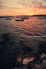 Sunset Beach (A-lain W-allior A-rtworks) Tags: grece greece boat bateau ship plage beach sunset soleil couché sun rose pink paros