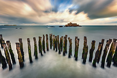 Derniers remparts ... (Ludovic Lagadec) Tags: stmalo saintmalo longexposure ludoviclagadec landscape longueexposition france filtrend nd1000 bretagne breizh brittany beach bw110 bretagnenord marin marée mer manche matin morning seascape sea sky sillon briseslames fortnational