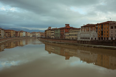 (marco.pavoni) Tags: pisa italy arno riflesso fiume reflection nuvole clouds