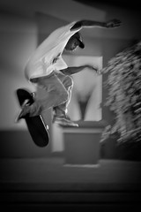 Midair (Inge Vautrin Photography) Tags: skateboarder skateboard skateboarding longbeach california usa blackandwhite monochrome bw city urban people person motion jump jumping midair outdoors outdoor outside streetphotography flying street