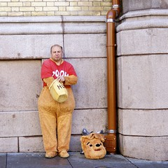 Winnie the Pooh (Pastorwang) Tags: oslo 35mm gate sony karl alpha johans a37