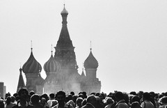 saint basil's cathedral, taking a morning bath in the crowd (paddy_bb) Tags: travel bw church cityscape russia moscow crowd 1992 redsquare saintbasilscathedral paddybb