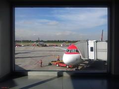 Boarding time! (Zudzowne) Tags: patrick bucaramanga beintema bogotacolombia zudzowne embassyofthekingdomofthenetherlands samsunggalaxy worktripprisonprisoner airportaviancaairbus