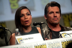 Rosario Dawson & Josh Brolin (Gage Skidmore) Tags: california city robert frank for san kill comic jessica alba diego center josh miller sin convention rosario dame dawson con rodriguez 2014 brolin