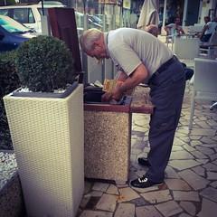 Grattata via la dignità del popolo italiano [IMG] (Andrea0N) Tags: vinci fortuna gioco vecchio anziani speranza pensione milionario gratta azzardo anziane dignità giuoco grattaevinci grattavinci turistapersempre