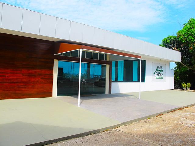 Lounge e Píer Amazon Jungle Palace