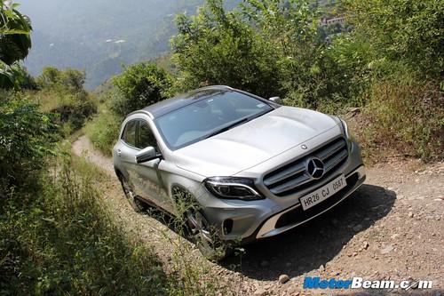 2014-Mercedes-Benz-GLA-08